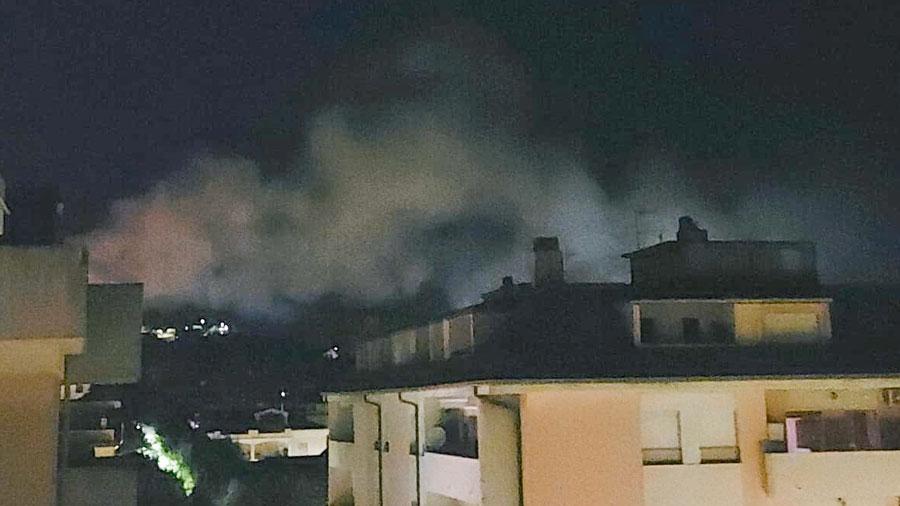 Nuoro. Momenti di paura nella notte degli Europei: fiamme in via Don Bosco