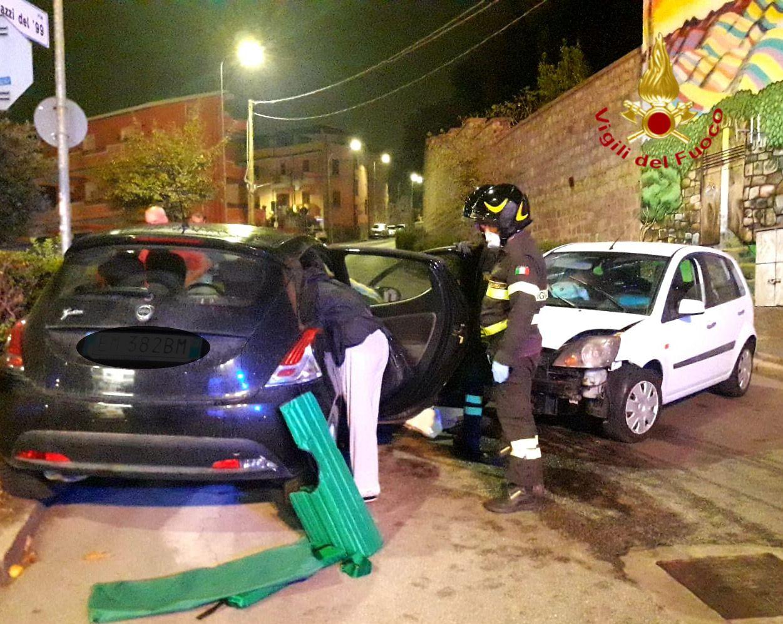 Nuoro. Scontro tra due auto nella notte in via Ragazzi del 99: quattro feriti