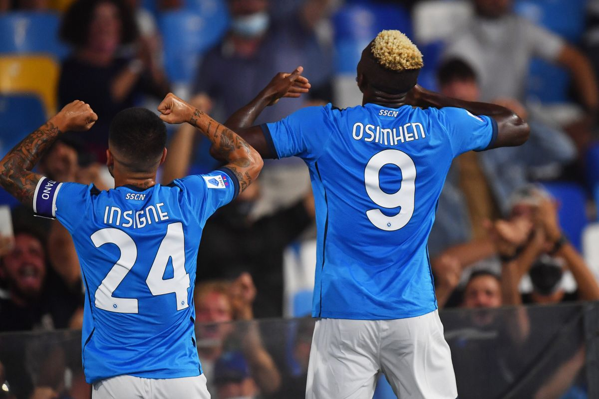 Napoli-Cagliari 2-0, partenopei in testa a punteggio pieno