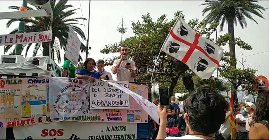 Cagliari: migliaia di sardi protestano davanti alla Regione per il diritto a salute – VIDEO