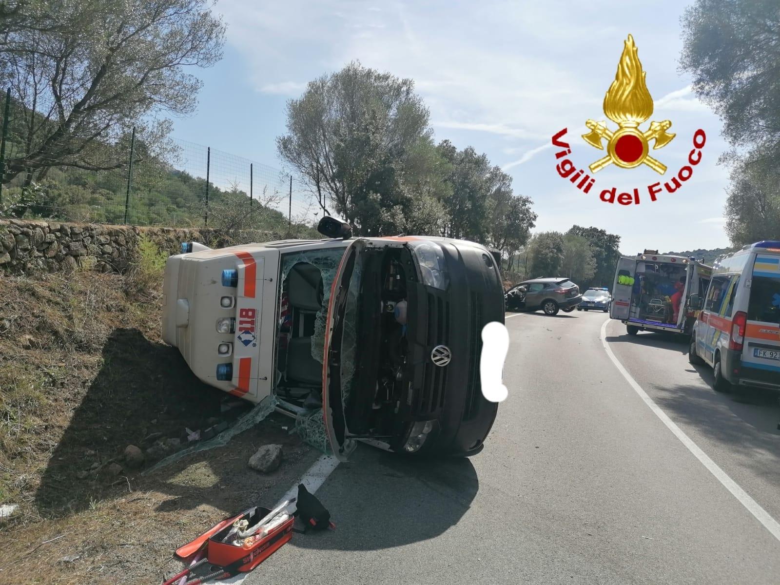 Si scontrano un Qashqai e un'ambulanza: quattro feriti