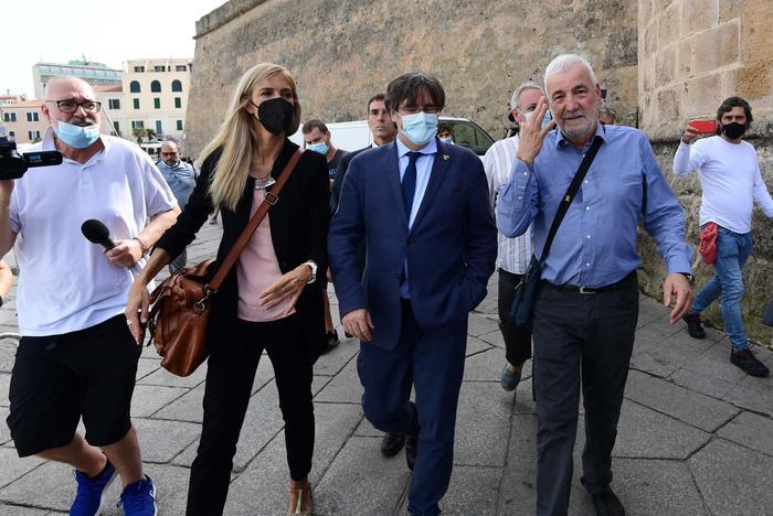 Puigdemont libero: bagno di folla ad Alghero per festa catalana