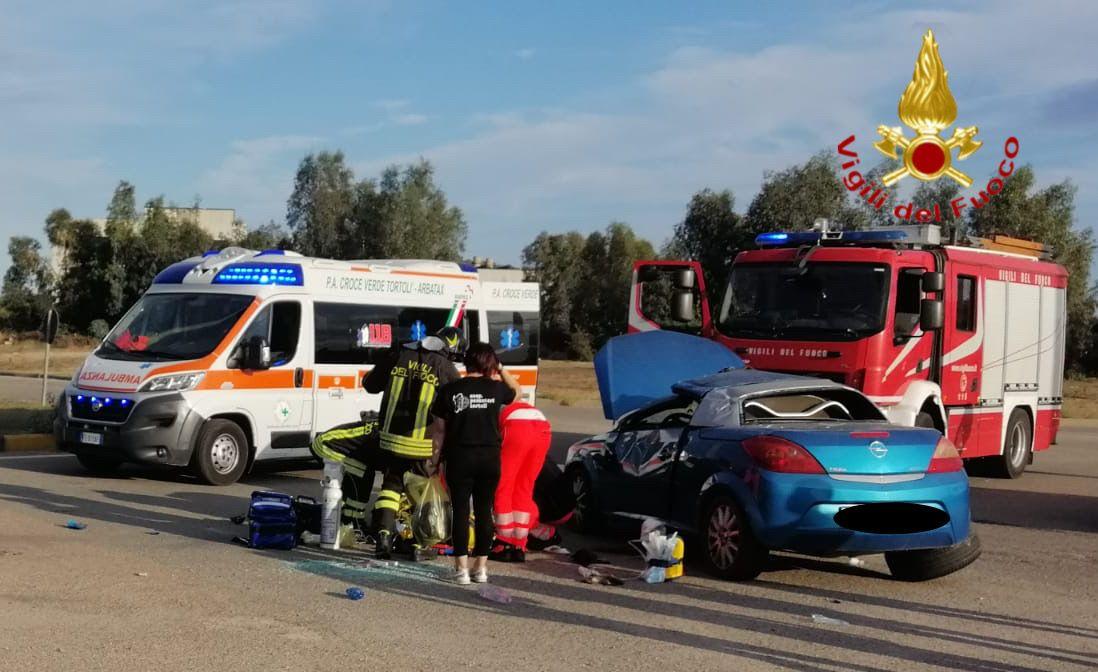 Perde il controllo dell'auto e si ribalta: grave il conducente ricoverato in ospedale con l'elisoccorso