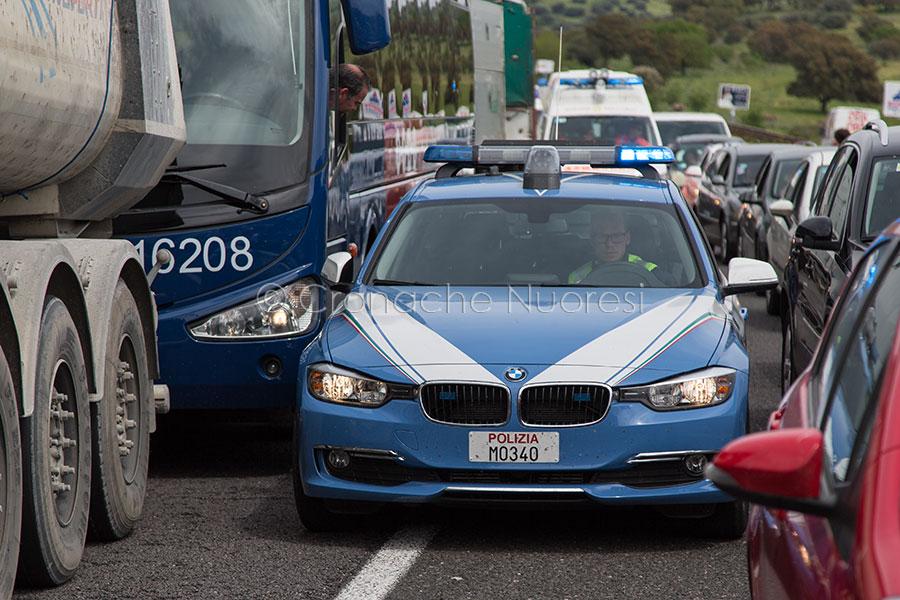 I mezzi di soccorso bloccati nel traffico sulla 131 (foto S.Novellu)